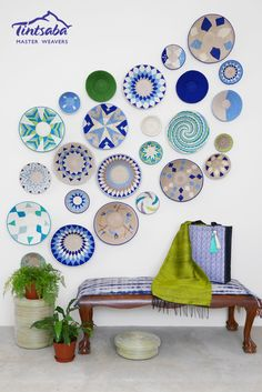 Blue and Green sisal basket wall display African Home Decor, Indian Home Decor, Moroccan Decor, Plate Wall Decor, Plates On Wall, Hanging Plates, Flower Carpet, Pottery Painting Designs, Deco Boheme