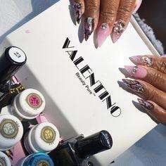 Having a dust free life tonight with my @valentinobeautypure and my @vetro_usa ✨ #teamvetro #vetrogel #valentino #vetrogel #nails #nailart #nailboss #nailboss #nails #nailpaint #nailswag