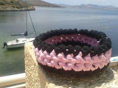 cesto redondo multiusos de trapillo negro y rosa