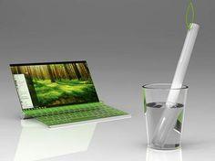 Diseñadores japonenes crean laptop que funciona a base de agua.