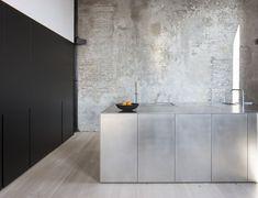 Ukázka materiálů s betonovou stěnou