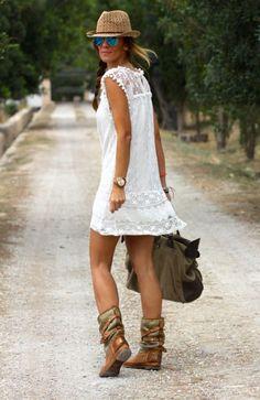 - Rochie Lea -  http://www.proche.ro/rochii/rochie-alba-din-dantela-vintage-71.html