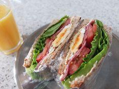 BLT 샌드위치 만드는 법 든든한 혼합 메뉴매일 혼자먹는 점심. 대충 물 말아 먹거나 간장에 비벼먹거나 ... K Food, Finger Foods, Allrecipes, Sandwiches, Brunch, Lunch Box, Food And Drink, Mexican, Cooking