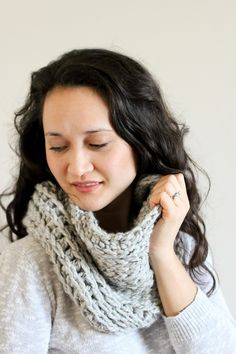Make this knit look cowl with a crocheted camel stitch! // Delia Creates