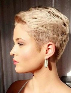 Today we have the most stylish 86 Cute Short Pixie Haircuts. We claim that you have never seen such elegant and eye-catching short hairstyles before. Pixie haircut, of course, offers a lot of options for the hair of the ladies'… Continue Reading → Cute Pixie Haircuts, Short Layered Haircuts, Thin Hair Haircuts, Haircut For Thick Hair, Pixie Hairstyles, Very Short Hair, Short Hair With Layers, Short Hair Cuts For Women, Short Hairstyles For Women