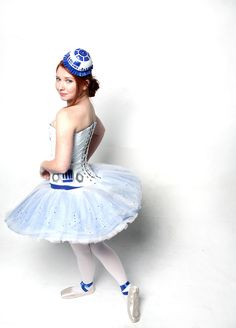 R2D2 Ballerina!! Ok I want to come out of retirement just to choreograph a star wars ballet now
