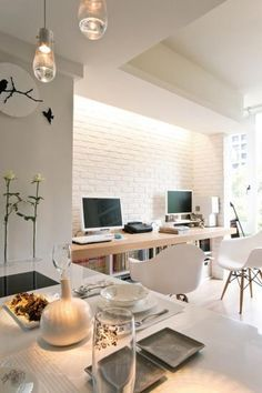 Home Office. White and light colours, wood. #rassphome #contemporary http://www.superrassspy.com