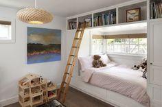 Łóżko zabudowane szafą, przy oknie, pokój dla dziecka, oszczędna aranżacja przestrzeni children's room furniture & interior design inspiration