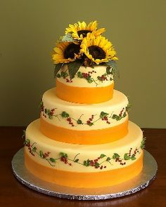 Summer Wedding Cake with sunflowers