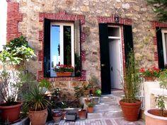 Miraflores de la Sierra, Madrid    Deze ruim 100 jaar oude villa is een bijzonder romantische accommodatie voor een huwelijksreceptie of feest en biedt slaapruimte tot aan 8 personen: http://www.vakantiehuizenspanje.nl/16376