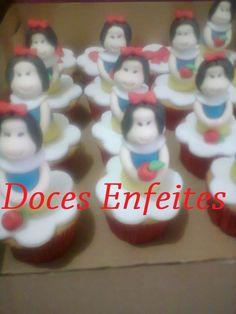 Festa Branca de Neve (cupcakes com modelagem da Branca de Neve) Encomendas:(21) 2652-6583 www.docesenfeites.blogspot.com