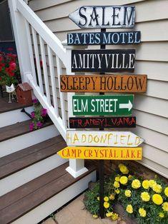 Happy Halloween, Theme Halloween, Halloween Porch, Halloween Home Decor, Halloween Signs, Outdoor Halloween, Diy Halloween Decorations, Holidays Halloween, Halloween Crafts