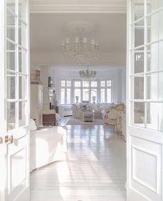 White Living Room Shabby Chic Decor Home Decor Living Shabby Chic Living Room, Shabby Chic Decor, Bad Inspiration, Farmhouse Homes, White Rooms, Home Decor Fabric, White Decor, Cool Rooms, Home Fashion