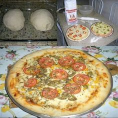 Massa de Pizza Profissional Solo Pizza, Quiches, Comida Pizza, Pizza Recipes, Cooking Recipes, Mini Pizzas, Yummy Food, Good Food, Healthy Smoothies