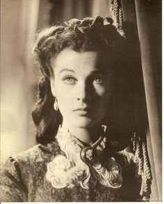 So many expressions in this film. Vivien Leigh Scarlett O'Hara Gone With the Wind Scarlett O'hara, Scarlett Dresses, Old Hollywood Glamour, Golden Age Of Hollywood, Classic Hollywood, Vivien Leigh, Divas, Old Movies, Great Movies
