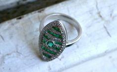 Stunning Art Deco 18K White Gold Diamond and Emerald Ring #wow #emerald #emeraldring #artdeco #artdecoring #diamondring