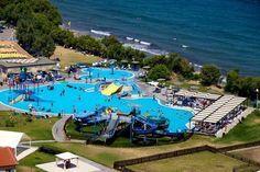 Marine Aquapark Resort Kindvriendelijk vakantieresort met fantastische waterfaciliteiten en een directe ligging aan het strand. Slippers aan en hup het strand op! Je hebt hier een ruime keuze aan (familie)kamers die verspreid liggen over meerdere gebouwen. Marine Aquapark Resort ligt in een mooie groene tuin en omgeving. Eén van de zwembaden is een golfslagbad het andere zwembad is voorzien van enkele waterspeeltoestellen en diverse glijbanen. Zeer populair bij gezinnen met kinderen maar…