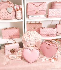 Pearls, hearts, and flowers are kind of my thing 🥰💗 Dior Designer, Best Designer Bags, Louis Vuitton Bags, Mode Rose, Baby Pink Aesthetic, Pink Tumblr Aesthetic, Chanel Purse, Chanel Pink, Dior Handbags