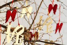 Nos momentos mais importantes da nossa vida, percebemos quais as pessoas que fazem a diferença. Sejam em quais datas forem, pessoas insubstituíveis sempre existem.  Amor... Mais um ano se completando e nós dois estamos juntos, unidos com carinho e amor. Te desejo neste momento tão mágico que é o natal, todos os presentes divinos de felicidade e amor. Quero te amar em todos os momentos, principalmente nos momentos que ficarão guardados, sejam em vídeos, fotografias ou no coração.   Te Amo…