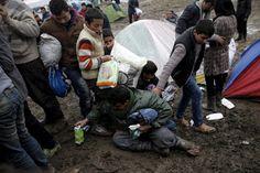 Armario de Noticias: 17 fotos descorazonadoras de inmigrantes intentand...