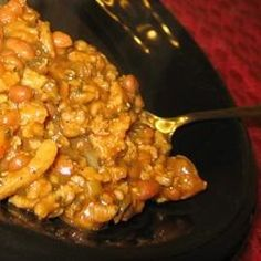 Use a shortcut--open a can of pork and beans--to make this zesty barbecued bean dish fast and easy. Seasonings for the ground beef, onions and beans mixture include mustard, brown sugar, garlic and onion powders, Worcestershire sauce, and barbecue sauce