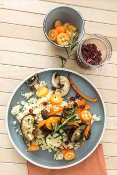 Wir bringen einen mediterranen Flair mit diesem Gericht in unsere Küche. Ein einfaches veganes Gericht, das schnell zubereitet ist. Couscous, Curry, Ethnic Recipes, Food, Vegane Rezepte, Easy Meals, Food Food, Curries, Essen