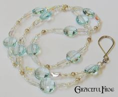 This would make a nice and simple necklace. Crystal Bead Necklace, Beaded Necklace, Jewelery, Jewelry Necklaces, Beady Eye, Vintage Jewelry, Handmade Jewelry, Beaded Lanyards, Eyeglass Holder