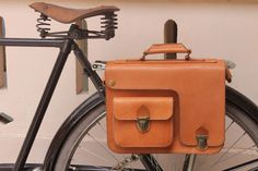 Bicycle pannier - Handmade natural traditional veg tanned leather by klemensandco