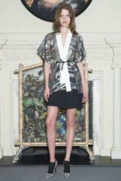 The Snagsby kimono by Roland Mouret http://www.rolandmouret.com/pre-fall15/jackets/snagsby/multi-white