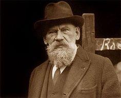 "escritor Russo Léon Tolstoi: "" A verdadeira felicidade está na própria casa, entre as alegrias da família""."