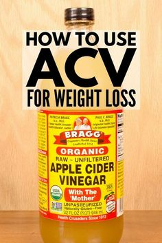 Want to know how to use Braggs apple cider vinegar for weight loss? Were sharing the benefits of adding organic ACV to your daily diet the fat-burning and detox results you can expect to see easy recipes you can whip up and a link to our favorite appl Apple Cider Vinegar Remedies, Unfiltered Apple Cider Vinegar, Apple Cider Vinegar Benefits, Drinking Apple Cider Vinegar, Apple Vinegar, Detox Tips, Detox Recipes, Easy Recipes, Detox Foods