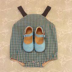 Pagliaccetto vichy Bonnet a pompon scarpine two con me by pepé #instamammeebimbi #instapic #italy #instagood #instagram #instamamme #cool#chic#gift#sarzana #italy#madeinitaly #cute#picoftheday #illaboratorionellorto #laboratorionellorto #margheritamuttini #baby #bambini #bebé #kids #kidwear #vestire#comprare#lookoftheday#layette#newborn