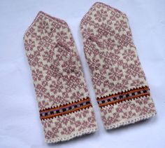 Handmade Latvian pink traditional double mittens by TASSSHA on Etsy