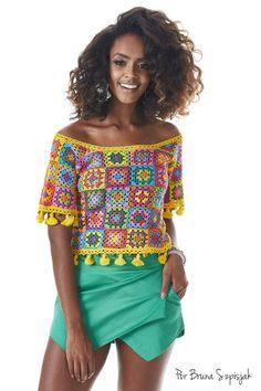 Blusa Square e Tassel em Crochê por Bruna Szpisjak. Receita no site da Círculo.  #semprecirculo #crochet #croche #square #moda #fashion #tendencia #tutorial #quadradinhos #blouse #ganchillo #façavocê #fácil #tendence #trend
