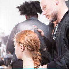 قدّم الفريق الفنّي الدولي لدى سيباستيان أفضل ما لديه خلال عرض أزياء كريستيان سيريانو في نيويورك هذا الأسبوع حيث تمحور كل شيء حول ضفائر الشعر.  The Sebastian International Artistic Team brought their A game to the Christian Siriano catwalk in New York this week. It was ALL about the braids. #NYFW #hair #fashion