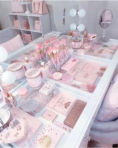 30 Beautiful Glam Room Ideas - The Wonder Cottage Bedroom Decor For Teen Girls, Girl Bedroom Designs, Room Ideas Bedroom, Rich Girl Bedroom, Small Girls Bedrooms, Teen Room Designs, Teen Girl Rooms, Girl Bedrooms, Makeup Organization