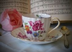 ROYAL TUSCAN Springtime cup and saucer of fine bone china from England – spray of spring flowers featuring a gorgeous fuchsia parrot tulip
