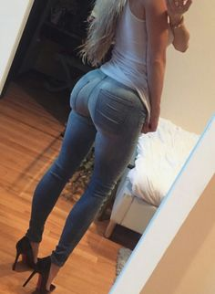 Amanda Lee in jeans & heels Amanda Lee, Sexy Jeans, Skinny Jeans, Jeans Heels, Curvy Jeans, Body Inspiration, Workout Inspiration, Girls Jeans, Sensual
