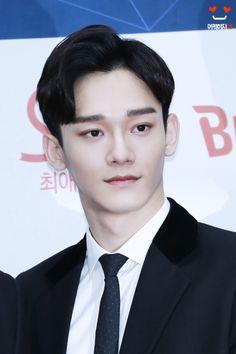 Chen - 170222 6th Gaon Chart Awards, red carpet Credit: Lovable_xo. (제6회 가온차트 어워즈)