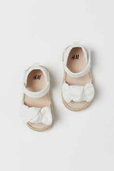 BOW /& GEM AND A HOOK /& LOOP FASTENER BABY GIRL PRAM SHOES WITH ROSETTE