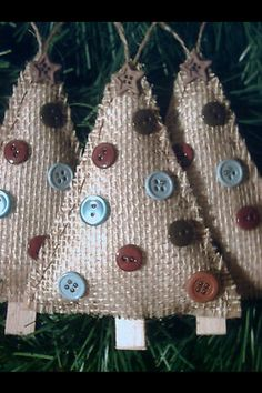 60 Burlap Christmas Decorations To Bring in that Rustic Christmas Vibe in a Jiffy - Hike n Dip Burlap Christmas decorations are ideal for a Rustic Christmas decor or Farmhouse Christmas decor which is cozy & cute. Best Burlap Christmas ideas are here. Burlap Christmas Decorations, Burlap Ornaments, Burlap Christmas Tree, Burlap Crafts, Christmas Ornament Crafts, Christmas Sewing, Xmas Crafts, Christmas Projects, Christmas Holidays