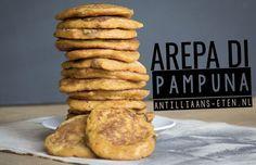 """Op de Antillen worden deze """"arepa di pampuna"""" (pompoen pannenkoeken) gegeten als ontbijtof tussendoortje. Ze zijn heerlijk zoet en daarmee prima geschikt voor kinderen. Op die manier k…"""