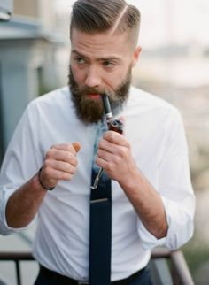 Ok, classic beard and prepped hair. The pipe is just a cap Mode Hipster, Hipster Man, Great Beards, Awesome Beards, Men's Grooming, Old School Style, Hair And Beard Styles, Hair Styles, Beard Tattoo