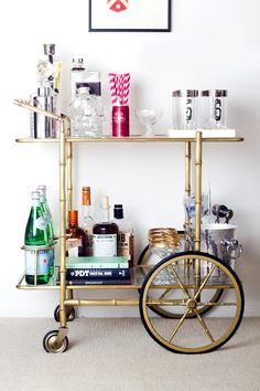 Adorning your perfect dwelling bar design. Contemplate your self fortunate should you've received your dwelling bar - it is an ideal social gathering . Brass Bar Cart, Gold Bar Cart, Bar Cart Styling, Bar Cart Decor, Decoration Inspiration, Decoration Design, Decor Ideas, Bar Retro, Canto Bar