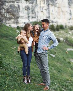 Счастливым можно быть в любое время года.  Счастье - это вообще такой особый пятый сезон,  который наступает, не обращая внимания на даты,… Family Photos, Couple Photos, Couples, Family Pictures, Couple Shots, Family Photo, Couple Photography, Couple, Family Photography