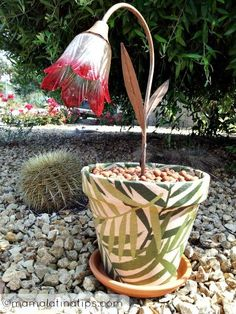 No, that's not paint on the flower pot! Click through for details on this cool project.