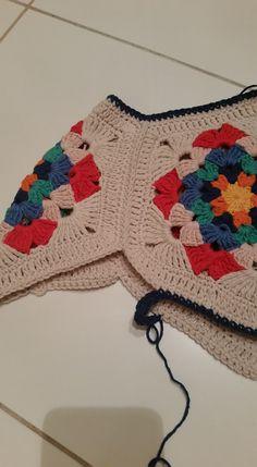 4.AŞAMA:daha sonra tam altındaki motife ayni şekilde vaglayıp sık igneye devam (alttaki motifte 7 sık igne bırakıp 8 .ye baglıyoruz Crochet Deer, Crochet Jumper, Crochet Woman, Crochet Cardigan, Free Crochet, Knit Crochet, Crochet Crafts, Crochet Projects, Baby Knitting Patterns