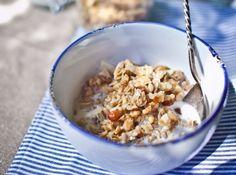 Mandulás-diós müzli recept: Ez az egyik legkiválóbb házi müzli recept, amit valaha kóstoltam! Olcsóbb, mint a bolti müzli, és még saját ízésedre is formálhatod! Breakfast Smoothies, Breakfast Recipes, Granola, Cereal, Oatmeal, Seeds, God, The Oatmeal, Muesli