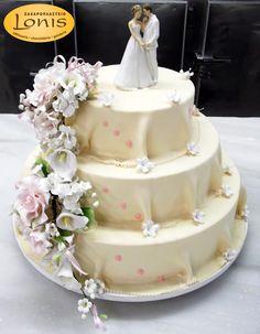 Τριόροφη τούρτα γάμου #wedding #cakes Cake, Desserts, Food, Tailgate Desserts, Deserts, Kuchen, Essen, Postres, Meals