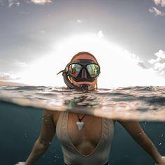 Scuba Diving Pictures Under The Sea Diving Design Minimalist Referral: 9308887593 Scuba Diving Equipment, Scuba Diving Gear, Sea Diving, Scuba Diving Quotes, Deep Photos, Le Grand Bleu, Diving Wetsuits, Underwater Pictures, Scuba Girl